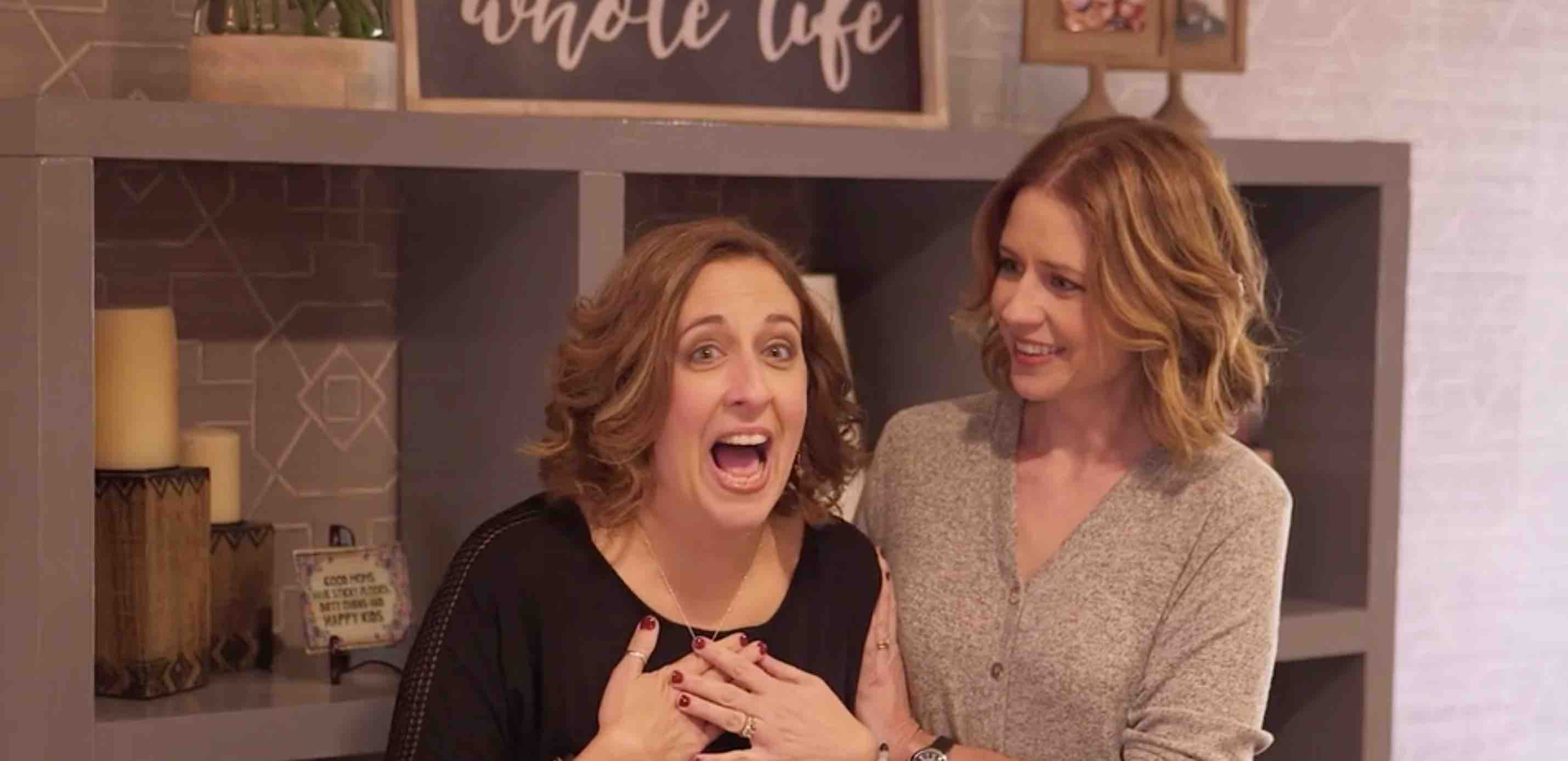 """Siblings Day Surprise: Jenna Fischer Secretly Remodels Sister's Home in Latest """"My Houzz"""""""